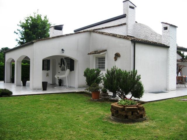 Villa in vendita a Gonars, 10 locali, Trattative riservate | CambioCasa.it