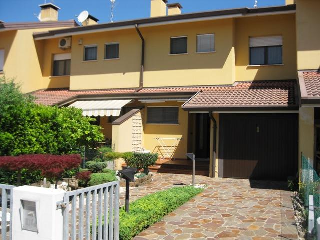 Villa a Schiera in vendita a Santa Maria La Longa, 6 locali, prezzo € 175.000 | Cambio Casa.it