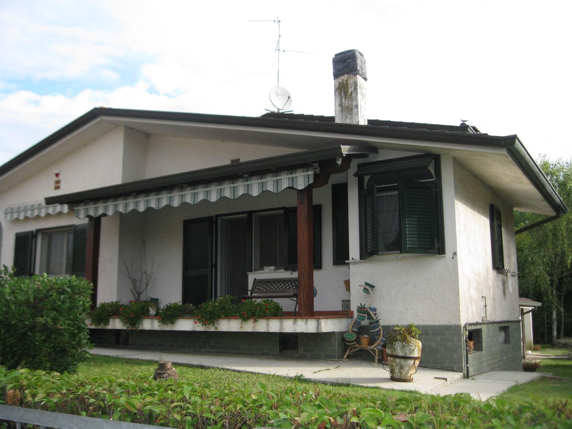 Villa in vendita a Carlino, 8 locali, prezzo € 210.000 | Cambio Casa.it