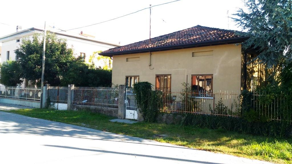 Villa in vendita a Udine, 5 locali, prezzo € 120.000 | Cambio Casa.it