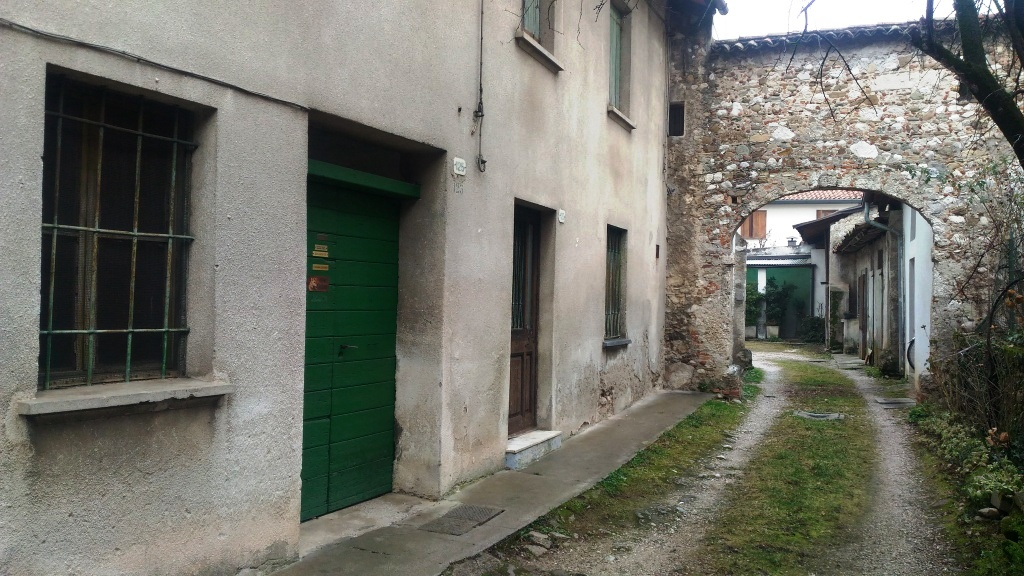 Rustico / Casale in vendita a Udine, 3 locali, prezzo € 40.000   CambioCasa.it