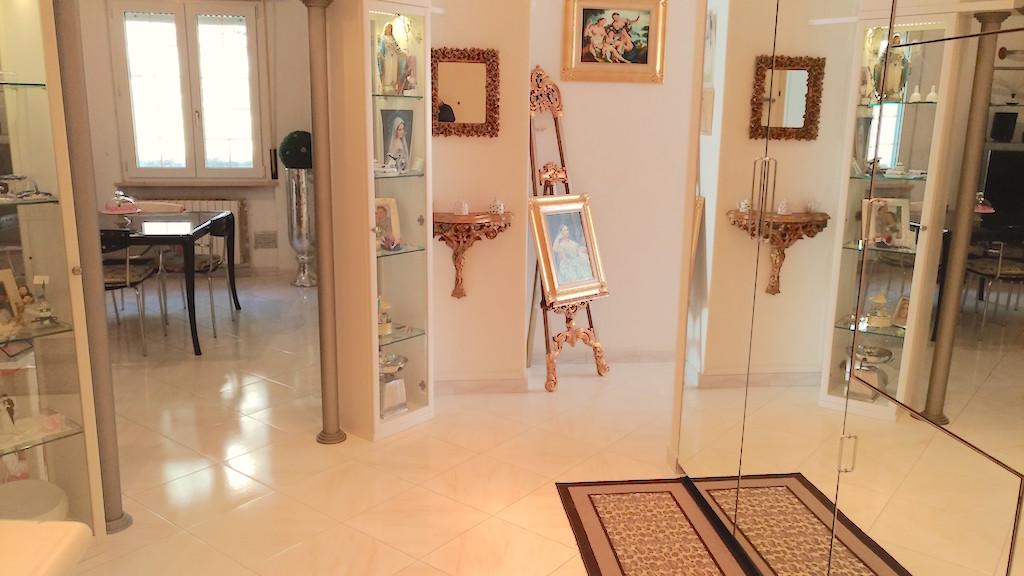 Appartamento in vendita a Ancona, 5 locali, zona Località: ZonaDeGasperi-M.d.Resistenza, prezzo € 85.000 | Cambio Casa.it