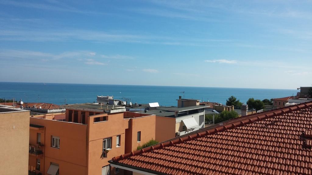 Appartamento in vendita a Ancona, 8 locali, zona Località: Q.Adriatico, Trattative riservate | Cambio Casa.it