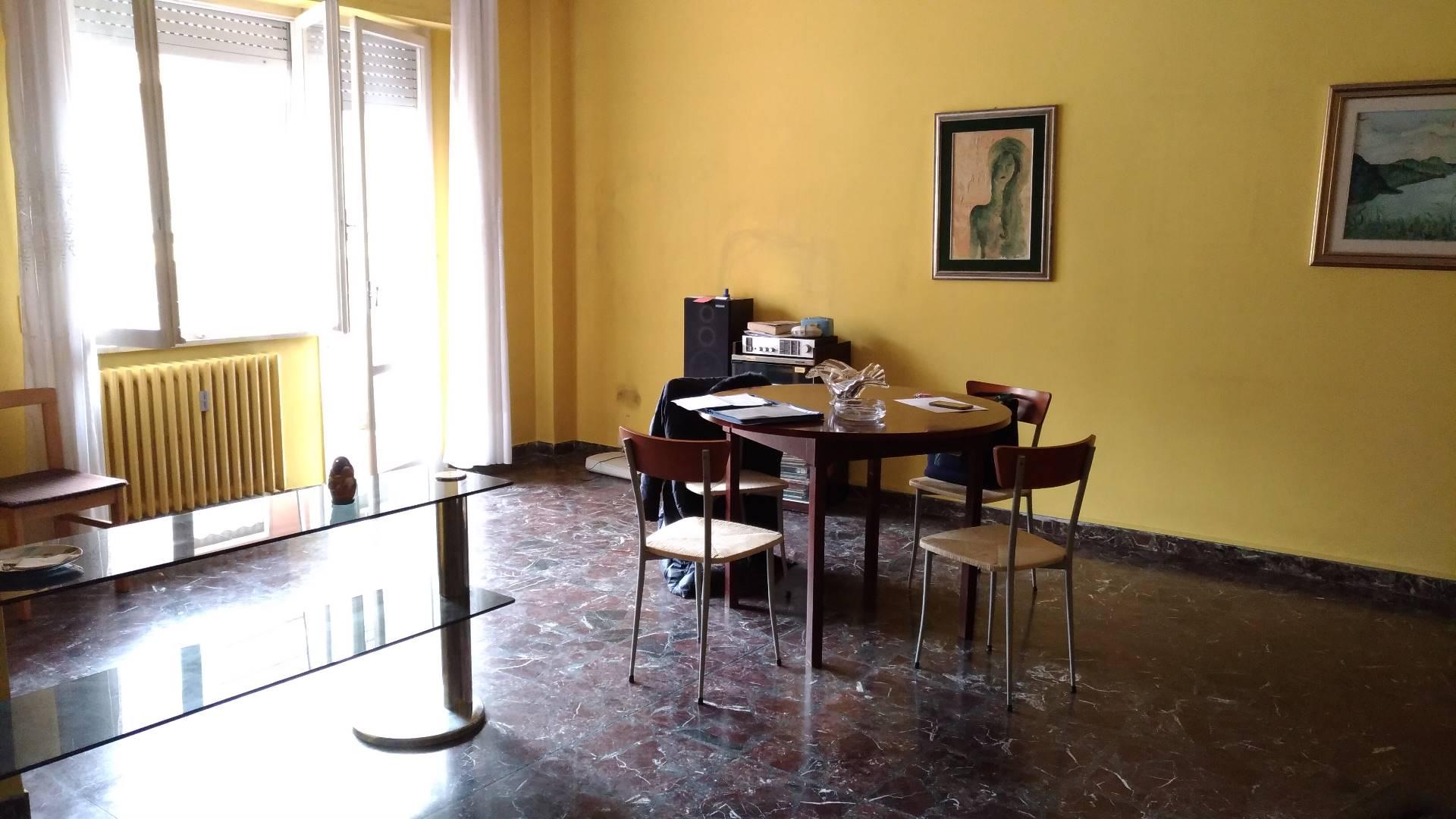 Appartamento in affitto a Ancona, 5 locali, zona Località: Regione, prezzo € 600 | Cambio Casa.it