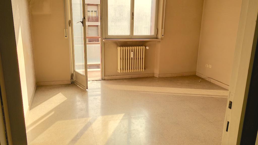Appartamento in vendita a Ancona, 6 locali, zona Località: ZonaDeGasperi-M.d.Resistenza, prezzo € 150.000 | Cambio Casa.it