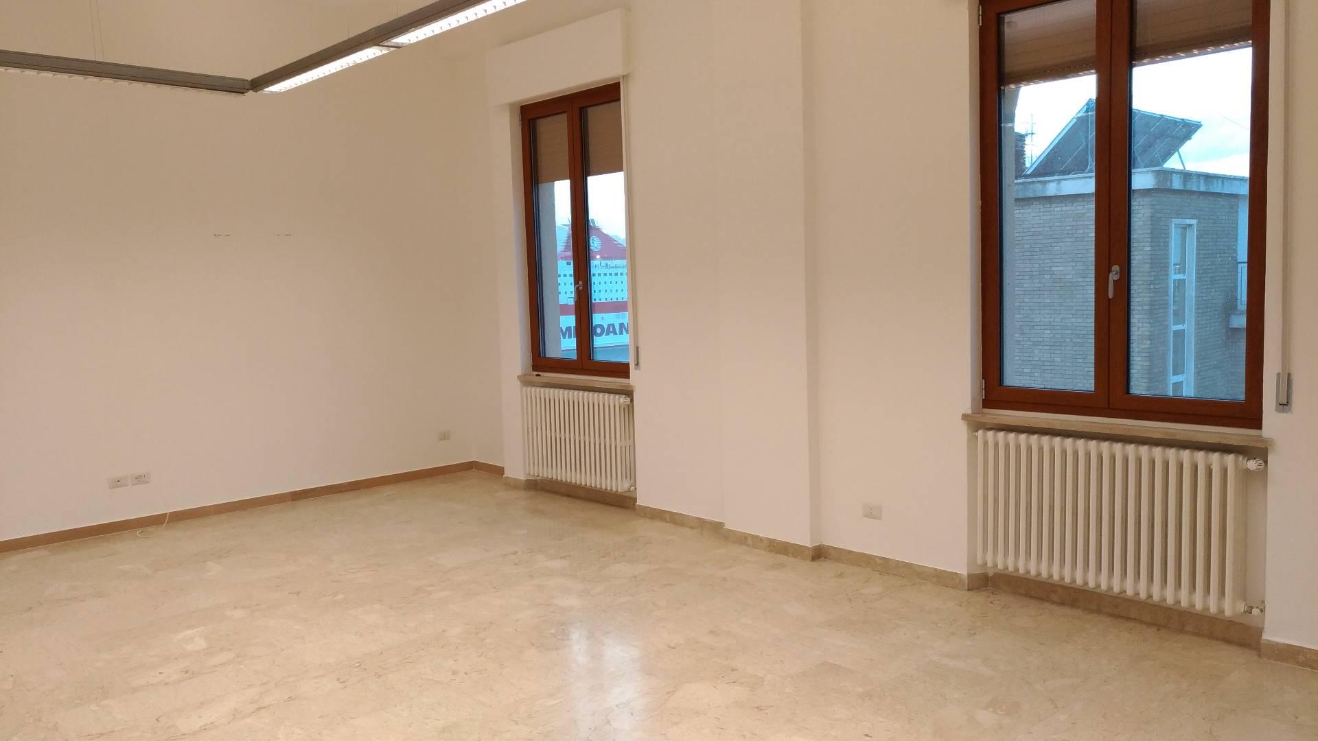 Appartamento in affitto a Ancona, 5 locali, zona Località: Centrostorico, Trattative riservate | Cambio Casa.it