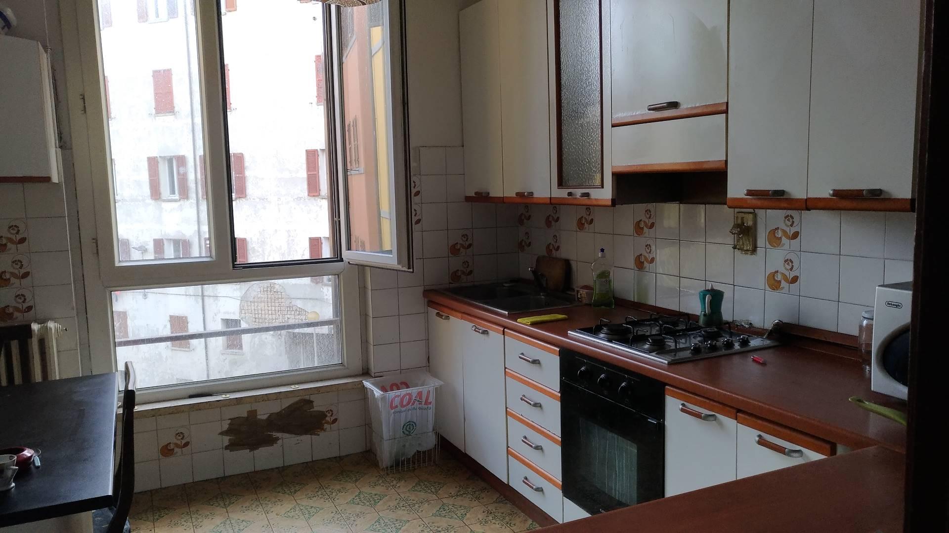 Appartamento in affitto a Ancona, 6 locali, zona Località: Centrostorico, Trattative riservate | Cambio Casa.it