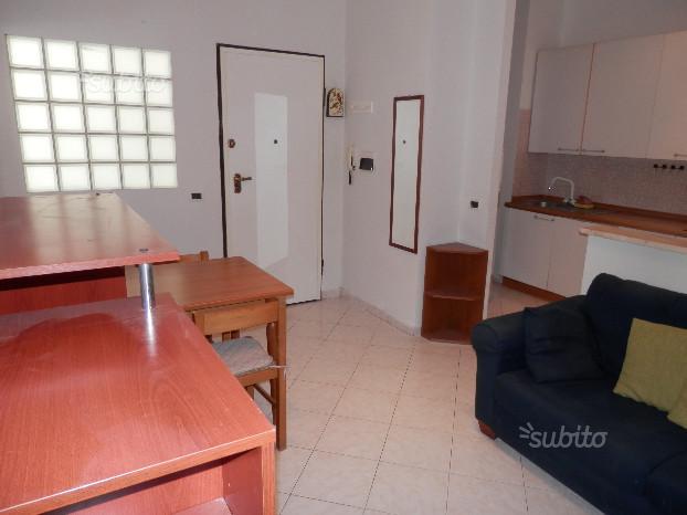 Appartamento in affitto a Ancona, 2 locali, zona Zona: Semicentro, prezzo € 350 | CambioCasa.it