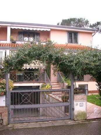 Villa in vendita a Giugliano in Campania, 8 locali, zona Zona: Licola, prezzo € 670.000 | Cambio Casa.it