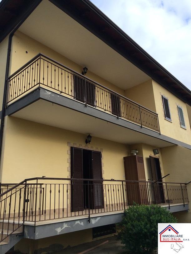 Villa in affitto a Giugliano in Campania, 4 locali, zona Zona: Licola, prezzo € 740 | Cambio Casa.it