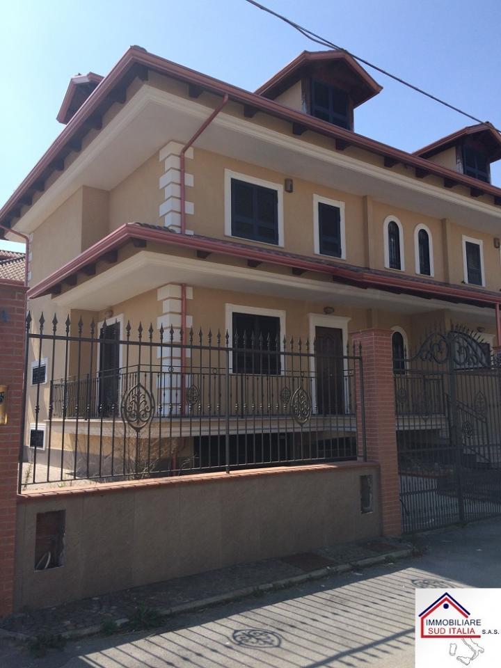 Villa in vendita a Giugliano in Campania, 5 locali, zona Località: LagoPatria, prezzo € 319.000 | Cambio Casa.it