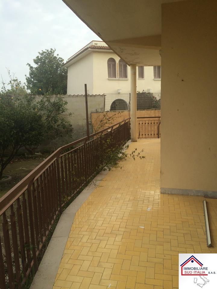 Appartamento in vendita a Castel Volturno, 4 locali, zona Località: IschitellaLido, prezzo € 64.000 | Cambio Casa.it