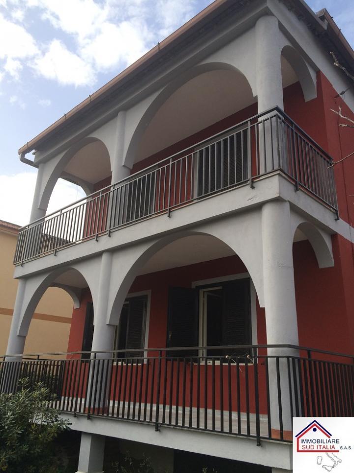 Villa in vendita a Giugliano in Campania, 5 locali, zona Zona: Licola, prezzo € 279.000 | Cambio Casa.it