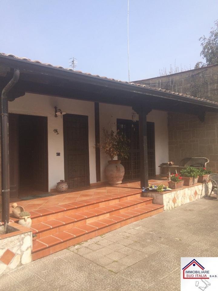 Villa in vendita a Castel Volturno, 4 locali, zona Località: IschitellaLido, prezzo € 169.000 | CambioCasa.it
