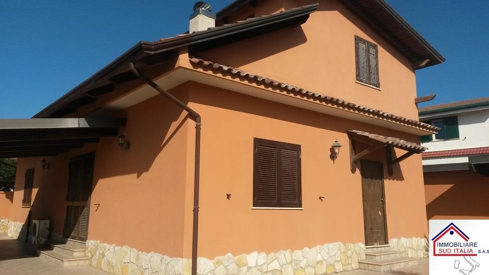 Villa in vendita a Castel Volturno, 5 locali, zona Località: PinetaNuova, prezzo € 394.000 | CambioCasa.it