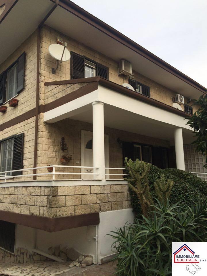 Villa in affitto a Giugliano in Campania, 4 locali, zona Zona: Varcaturo, prezzo € 1.350 | Cambio Casa.it