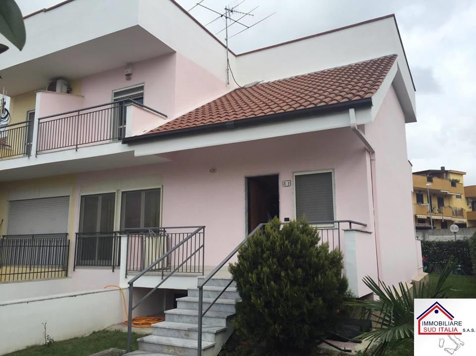 Villa in vendita a Giugliano in Campania, 5 locali, zona Zona: Varcaturo, prezzo € 254.000 | Cambio Casa.it