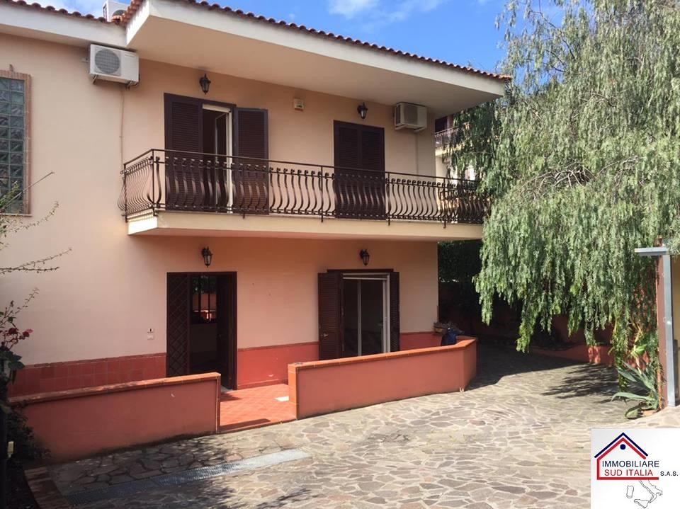 Villa in affitto a Giugliano in Campania, 4 locali, zona Zona: Licola, prezzo € 1.000 | Cambio Casa.it