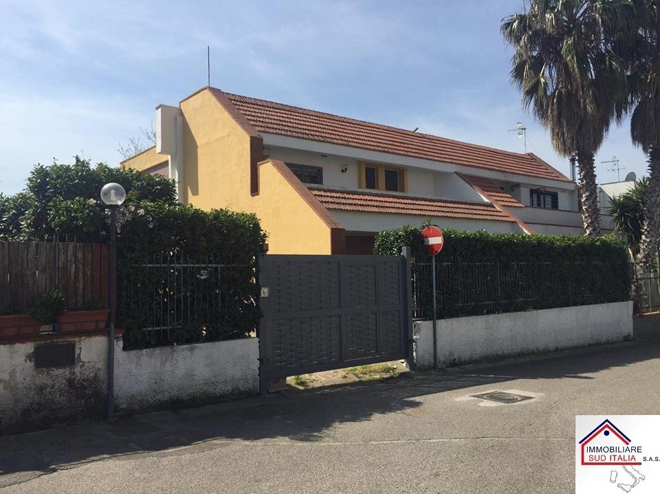 Villa in vendita a Giugliano in Campania, 5 locali, zona Località: LagoPatria, prezzo € 359.000 | Cambio Casa.it