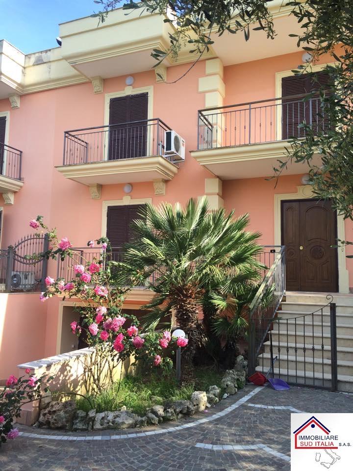 Villa in affitto a Giugliano in Campania, 4 locali, zona Zona: Varcaturo, prezzo € 700 | Cambio Casa.it