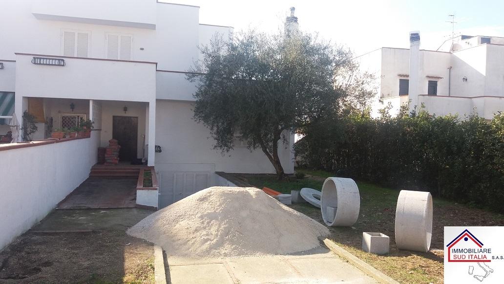 Villa in affitto a Giugliano in Campania, 3 locali, zona Zona: Varcaturo, prezzo € 665 | Cambio Casa.it