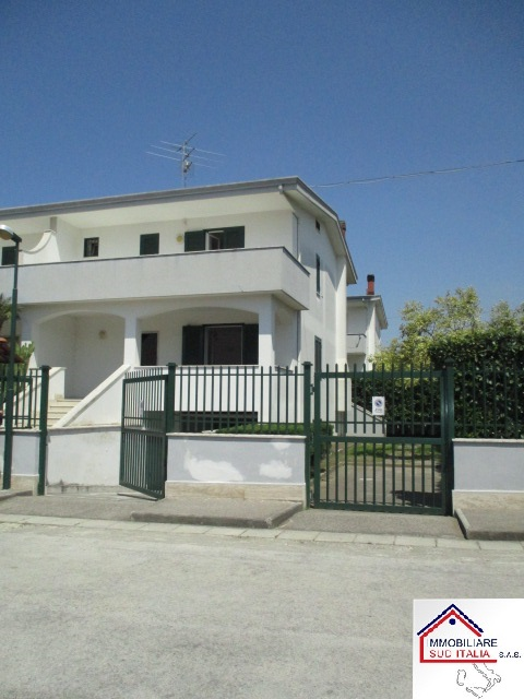 Villa in vendita a Giugliano in Campania, 4 locali, zona Zona: Varcaturo, prezzo € 379.000 | Cambio Casa.it