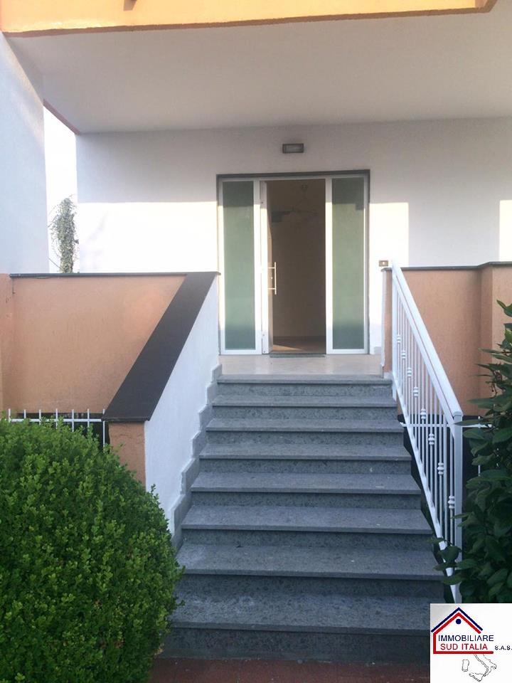Villa in affitto a Giugliano in Campania, 6 locali, zona Zona: Varcaturo, prezzo € 2.400 | Cambio Casa.it