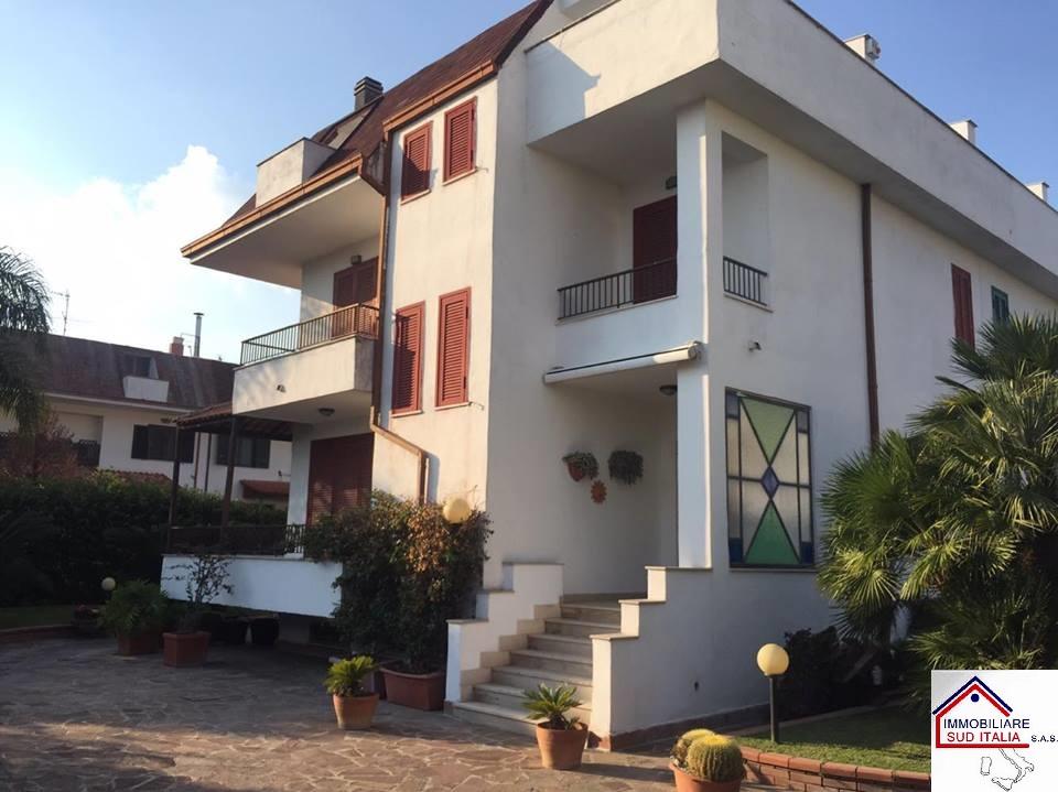 Villa in vendita a Giugliano in Campania, 4 locali, zona Zona: Varcaturo, prezzo € 369.000 | Cambio Casa.it