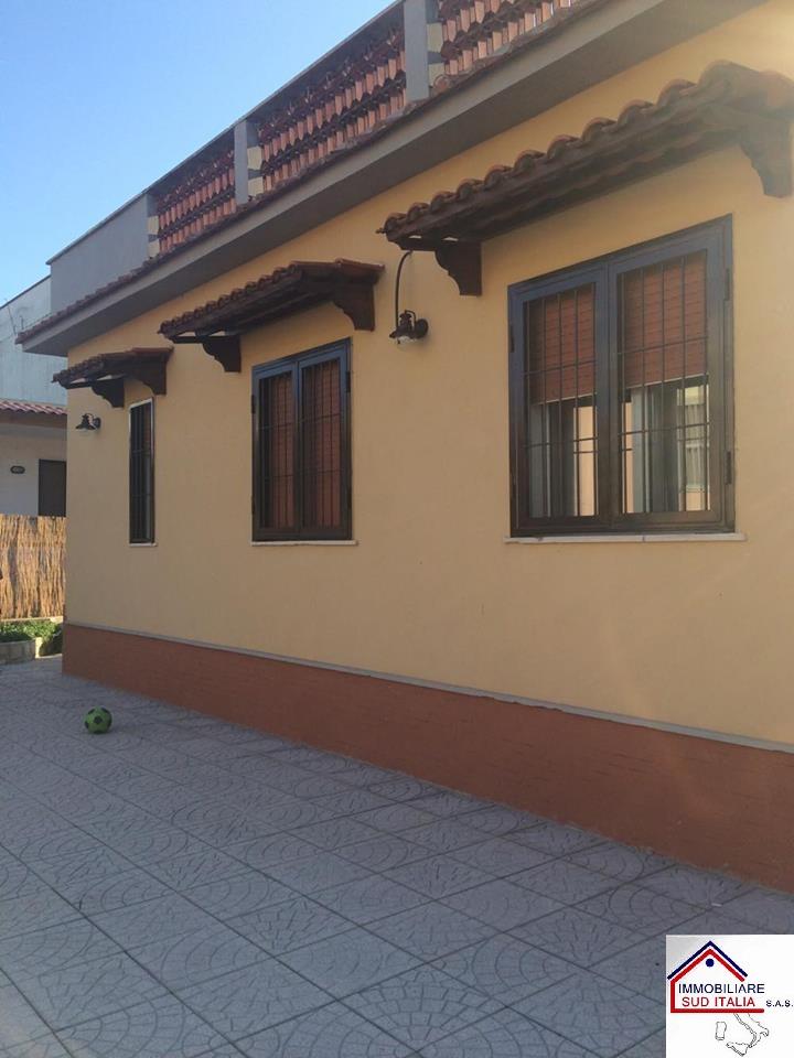 Villa in affitto a Castel Volturno, 3 locali, zona Località: VillaggioCoppola, Trattative riservate | Cambio Casa.it
