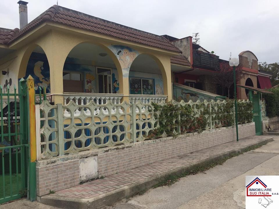 Villa in affitto a Giugliano in Campania, 6 locali, zona Zona: Varcaturo, prezzo € 1.500 | Cambio Casa.it