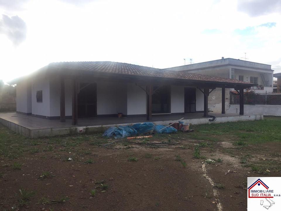 Villa in affitto a Giugliano in Campania, 4 locali, zona Zona: Varcaturo, prezzo € 1.200 | Cambio Casa.it