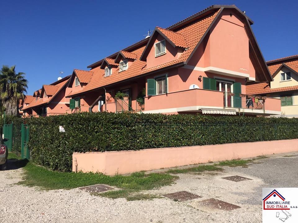 Villa in vendita a Giugliano in Campania, 44 locali, zona Zona: Varcaturo, prezzo € 289.000 | Cambio Casa.it