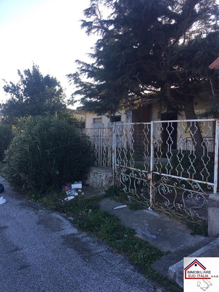 Villa in vendita a Giugliano in Campania, 7 locali, zona Località: LagoPatria, prezzo € 135.000 | Cambio Casa.it