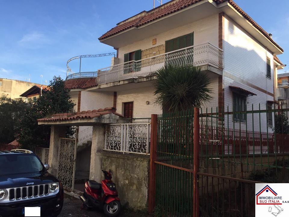 Villa in vendita a Marano di Napoli, 5 locali, prezzo € 350.000 | Cambio Casa.it