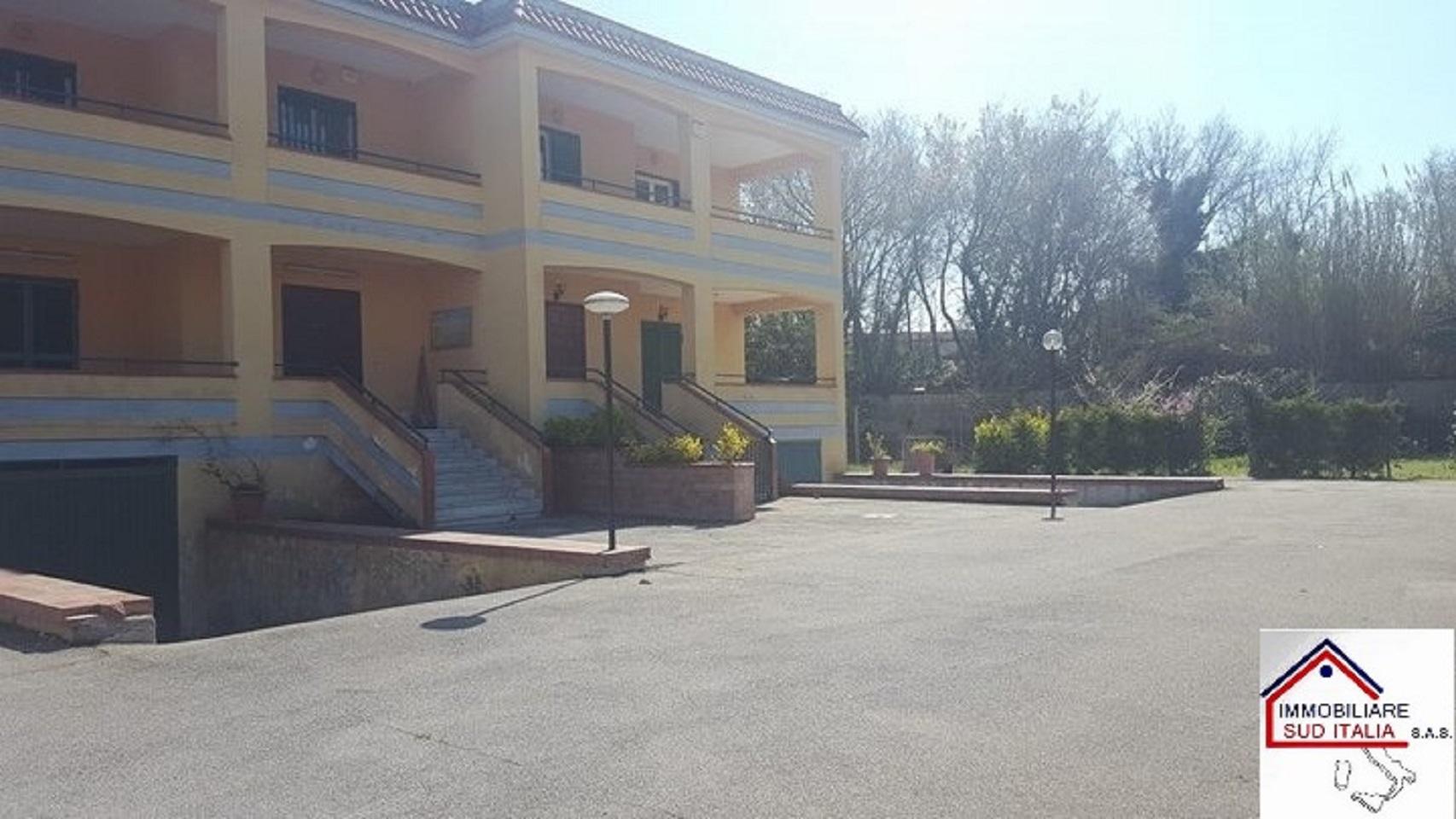 Villa in affitto a Giugliano in Campania, 4 locali, zona Zona: Varcaturo, prezzo € 600 | CambioCasa.it