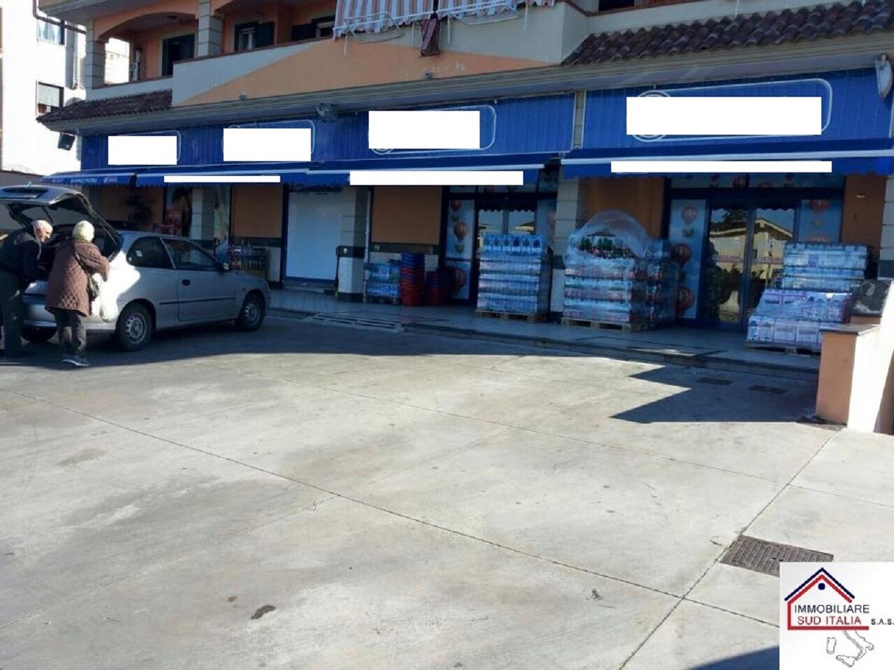 Negozio / Locale in vendita a Giugliano in Campania, 9999 locali, zona Località: LagoPatria, Trattative riservate | CambioCasa.it