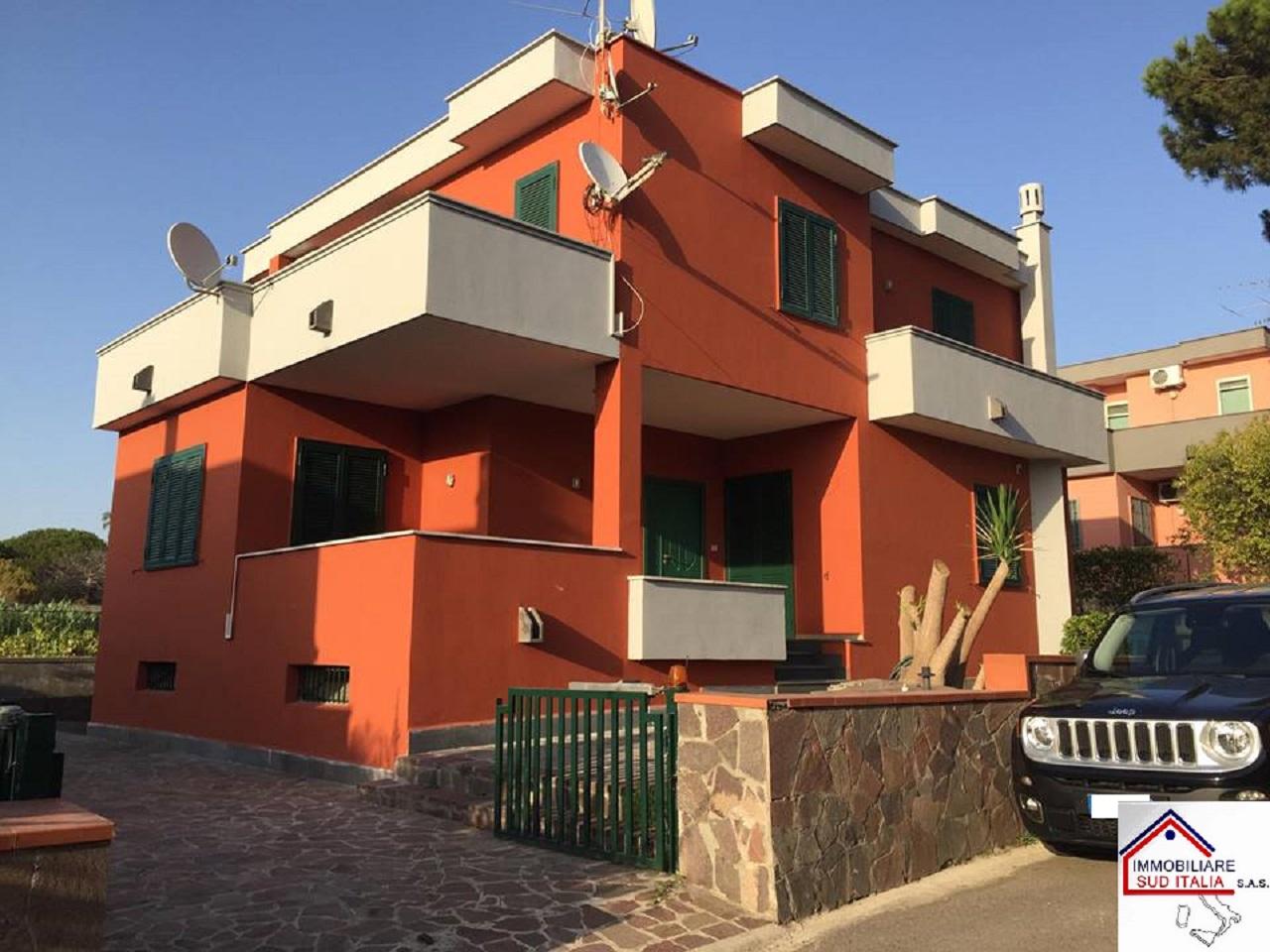Villa in affitto a Giugliano in Campania, 5 locali, zona Località: LagoPatria, prezzo € 900 | CambioCasa.it