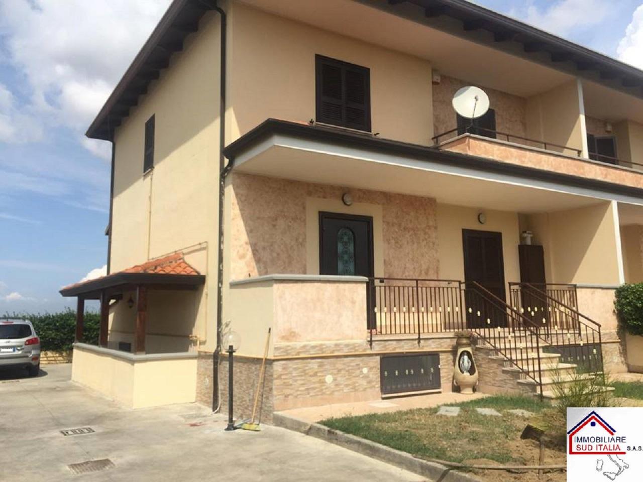 Villa in affitto a Giugliano in Campania, 5 locali, zona Zona: Licola, prezzo € 1.000 | CambioCasa.it
