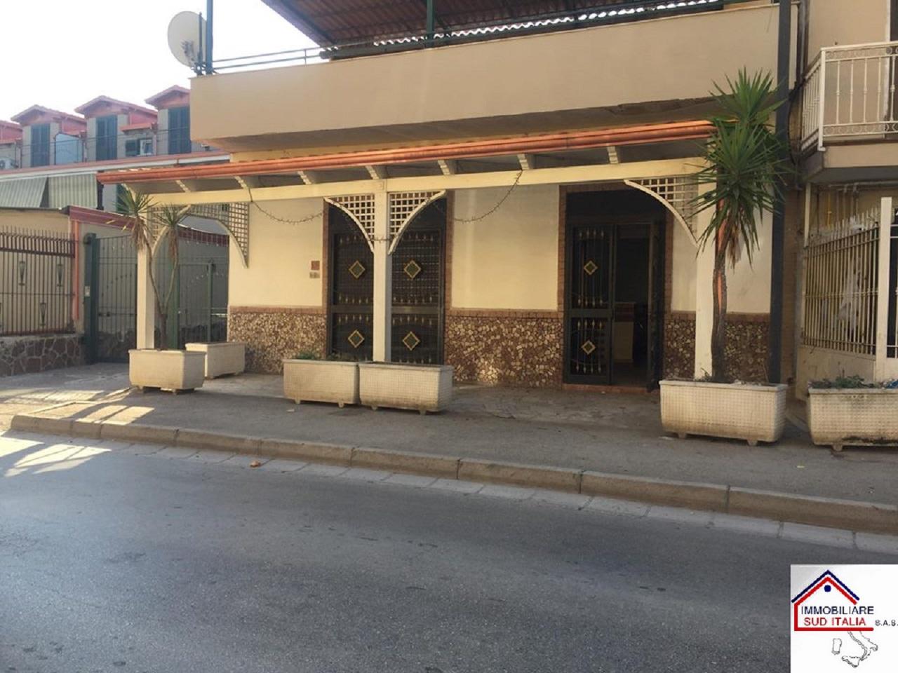 Negozio / Locale in vendita a Parete, 9999 locali, prezzo € 129.000 | CambioCasa.it