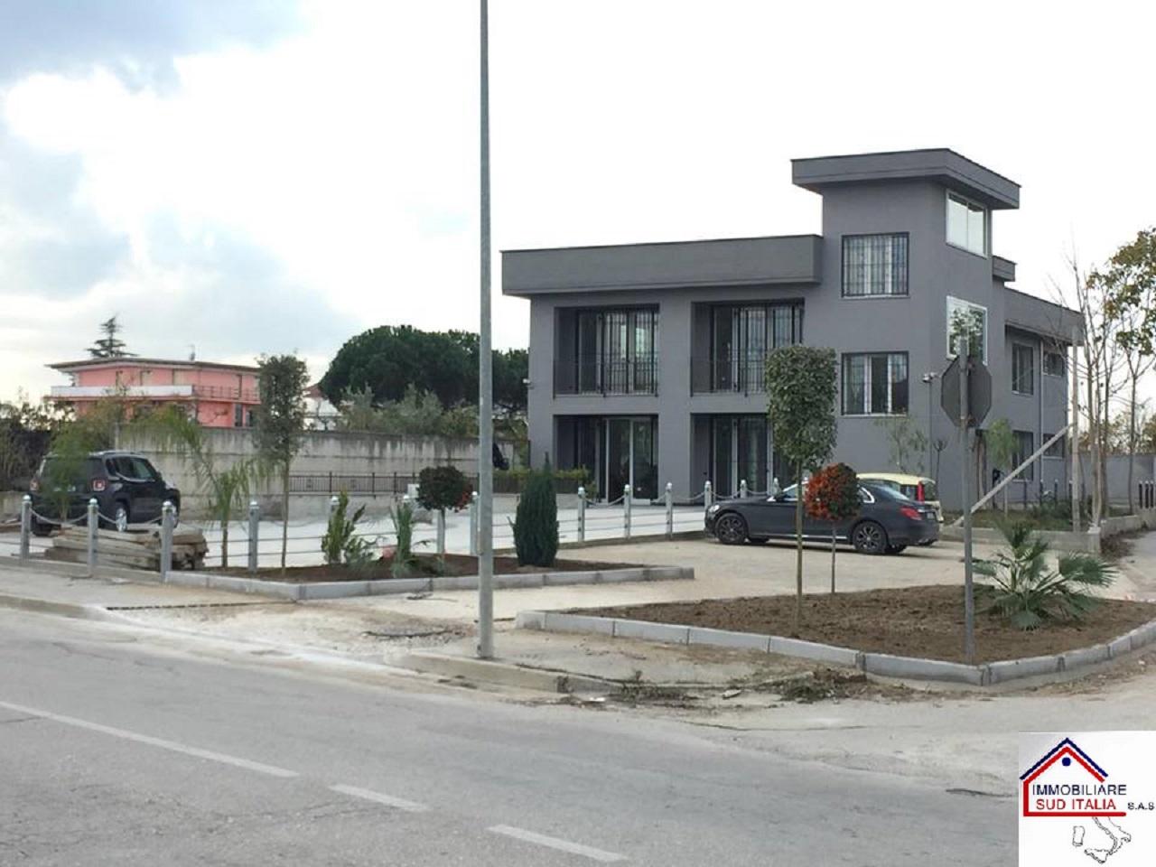 Negozio / Locale in vendita a Parete, 9999 locali, Trattative riservate | CambioCasa.it
