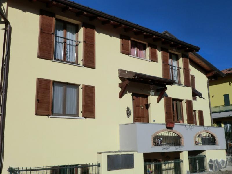 Appartamento in vendita a Comerio, 4 locali, prezzo € 230.000 | Cambio Casa.it