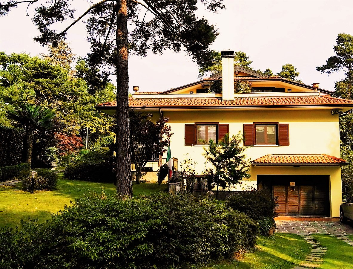 Villa in vendita a Venegono Inferiore, 10 locali, prezzo € 970.000 | Cambio Casa.it