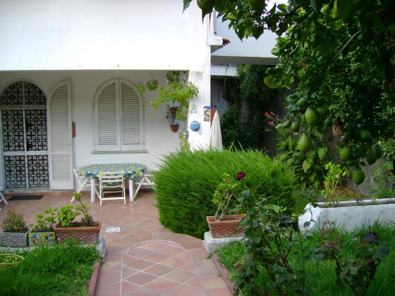 Appartamento in vendita a Ischia, 5 locali, zona Località: IschiaPorto, prezzo € 300.000 | Cambio Casa.it
