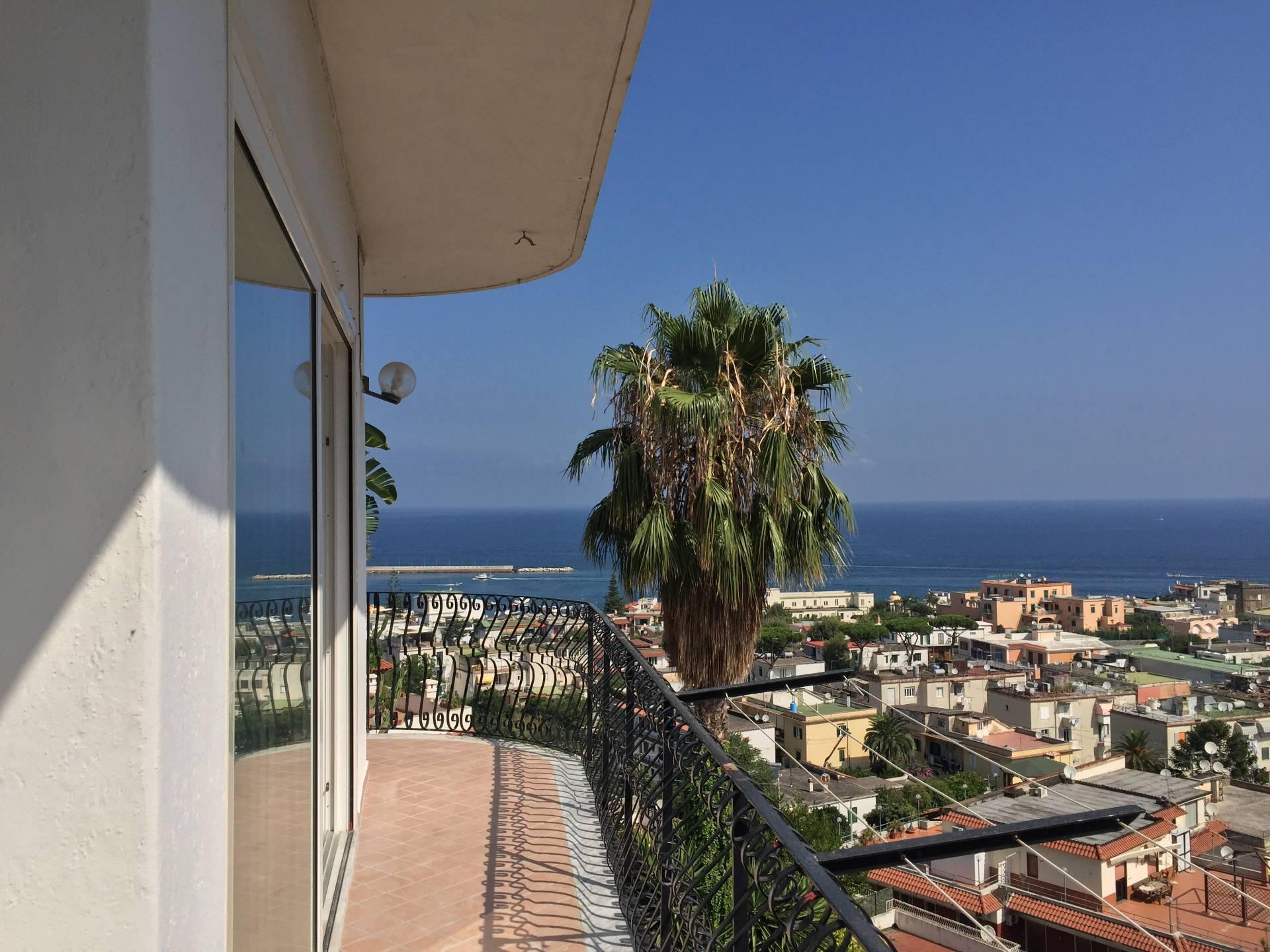 Appartamento in vendita a Casamicciola Terme, 4 locali, prezzo € 400.000 | Cambio Casa.it