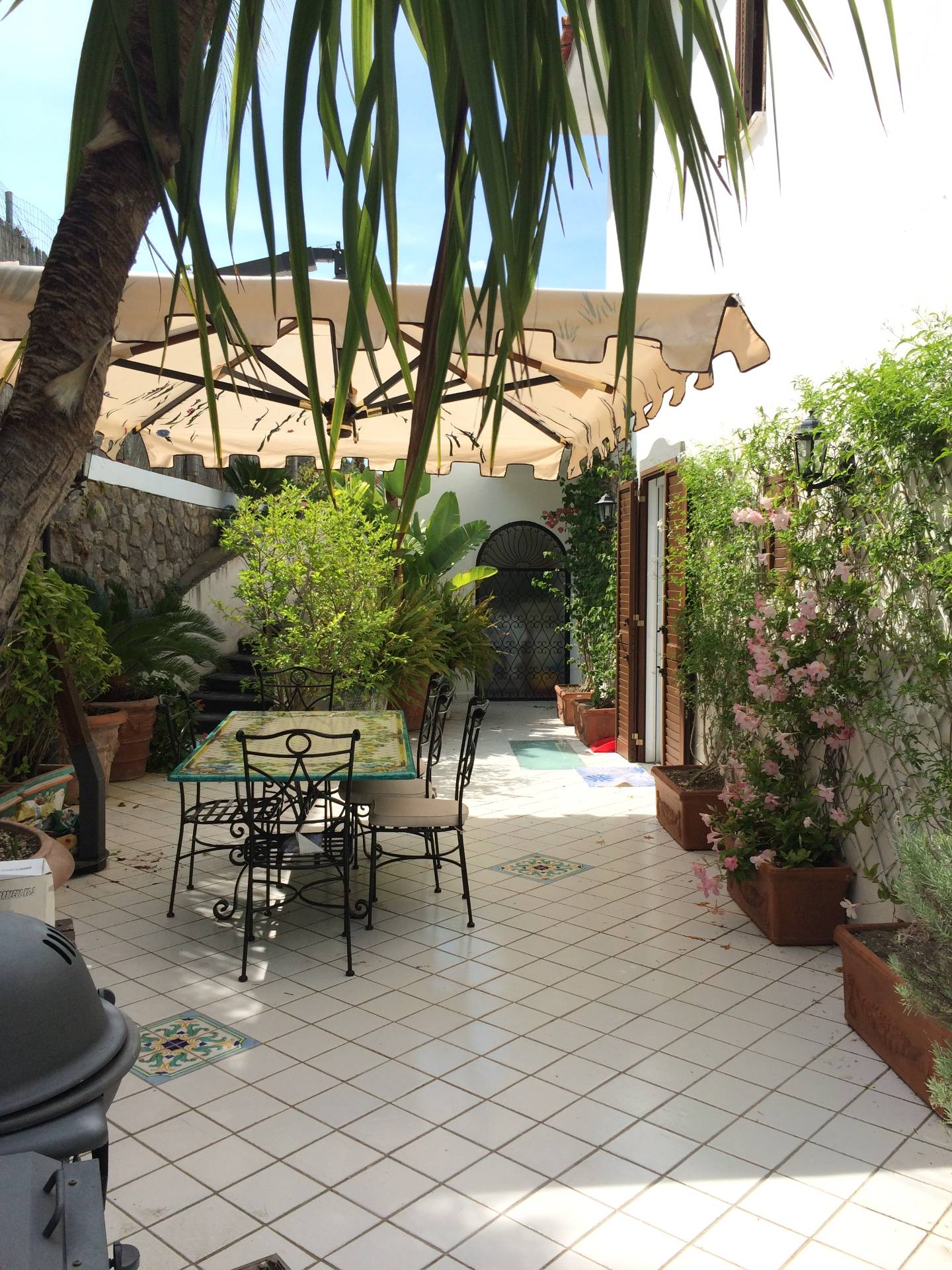 Appartamento in vendita a Forio, 5 locali, zona Località: SanFrancesco, prezzo € 350.000 | Cambio Casa.it