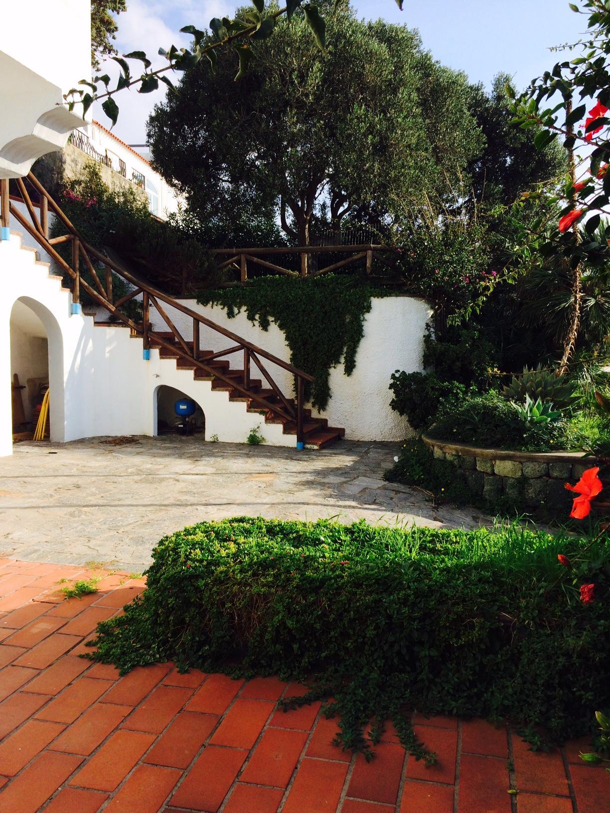 Villa in vendita a Forio, 10 locali, zona Zona: Panza, Trattative riservate | Cambio Casa.it