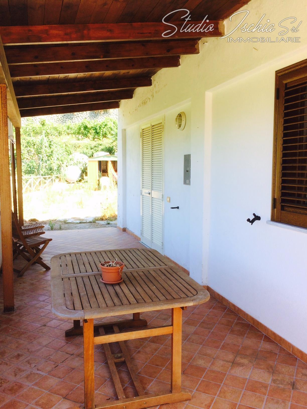 Appartamento in vendita a Forio, 4 locali, zona Località: Cuotto, prezzo € 350.000 | CambioCasa.it
