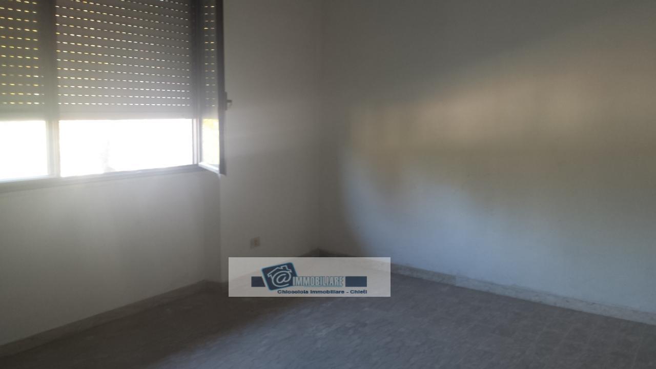 Ufficio / Studio in affitto a Chieti, 9999 locali, zona Zona: Stazione, prezzo € 1.100 | Cambio Casa.it