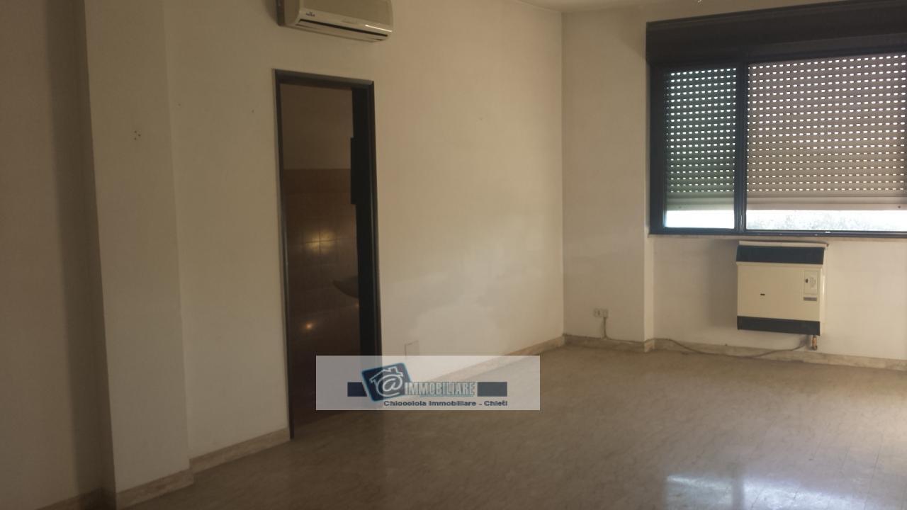 Ufficio / Studio in affitto a Chieti, 9999 locali, prezzo € 450 | Cambio Casa.it