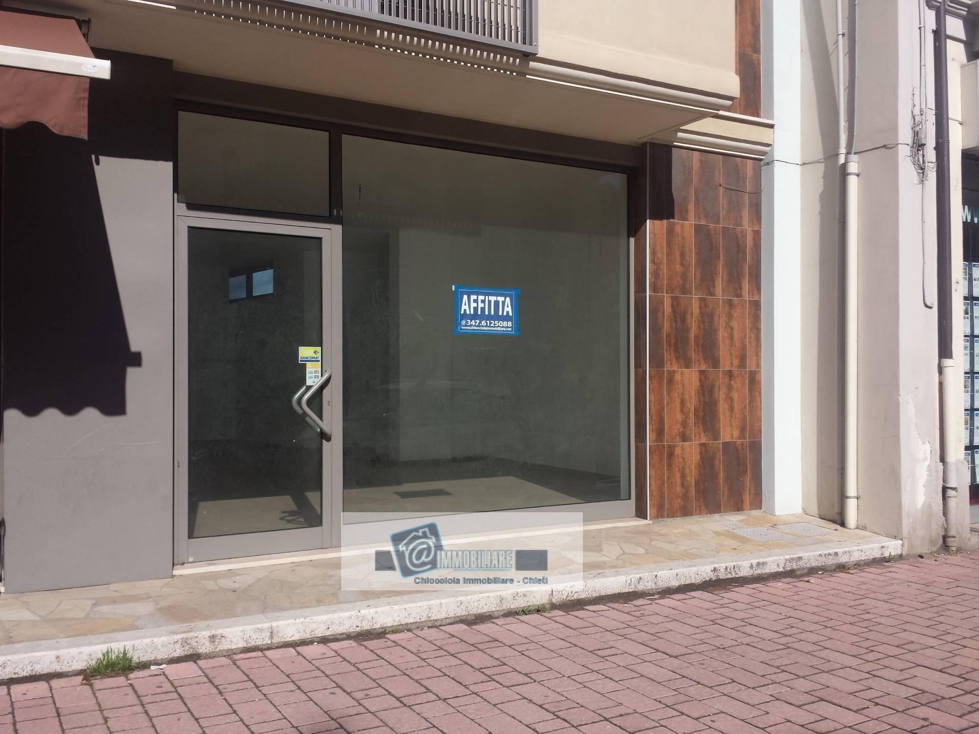 Negozio / Locale in affitto a Chieti, 9999 locali, zona Zona: Stazione, prezzo € 1.250 | CambioCasa.it